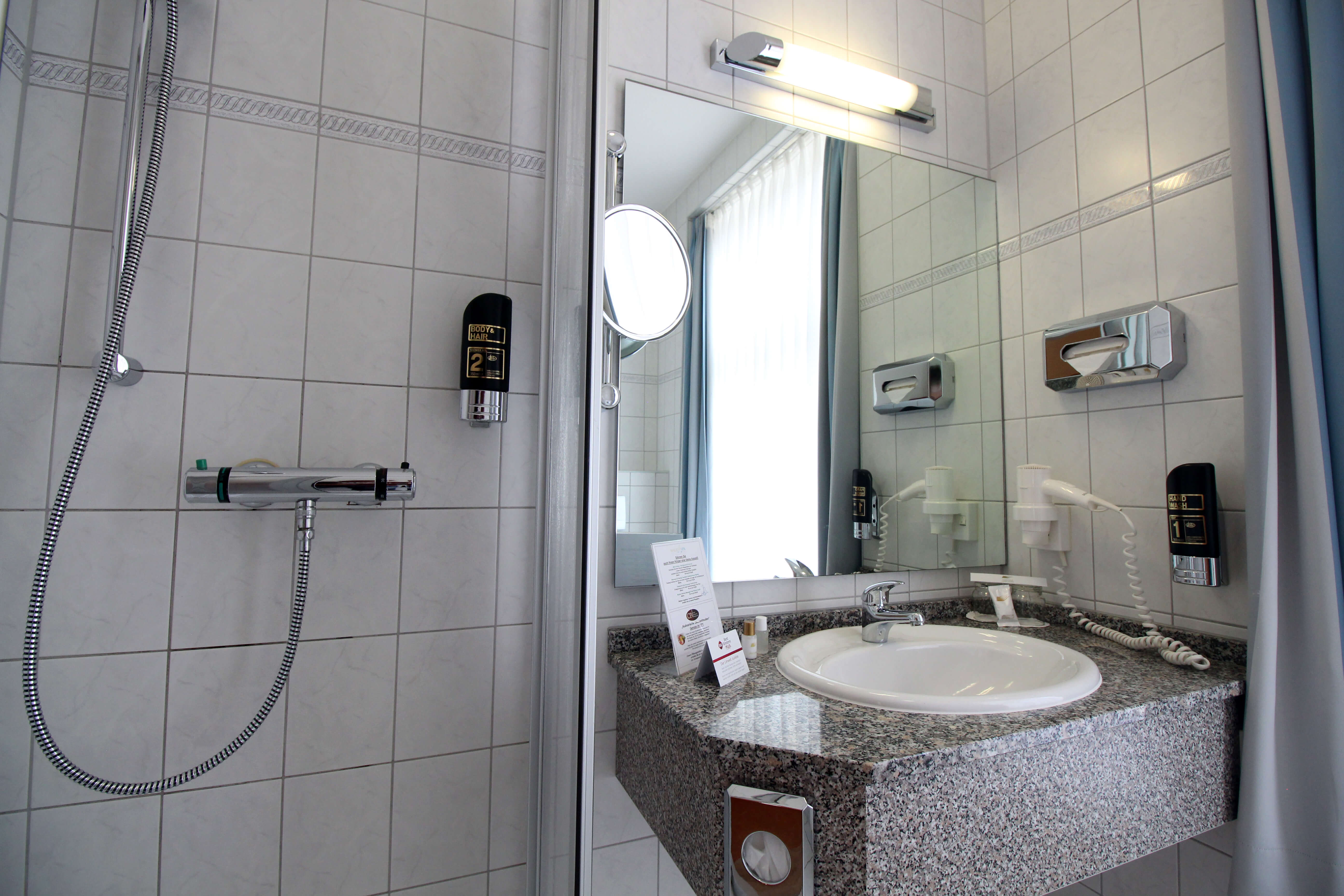 Badezimmer Hotelzimmer Prerow