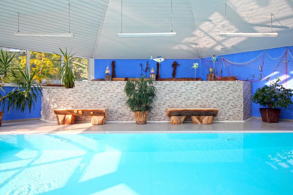 Pool Sitzbänke Hotel Ostsee