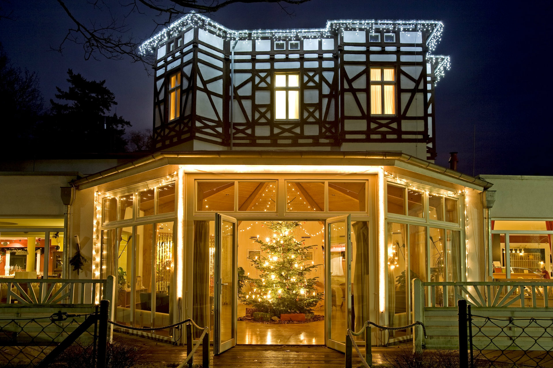 Hotel Prerow außen Weihnachten